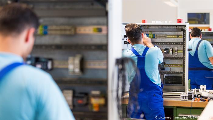 ألمانيا تطلق حملة لكسب عمال مهرة وتسهيل منحهم «تأشيرة عمل»